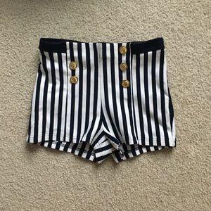 Elastic sailor shorts.